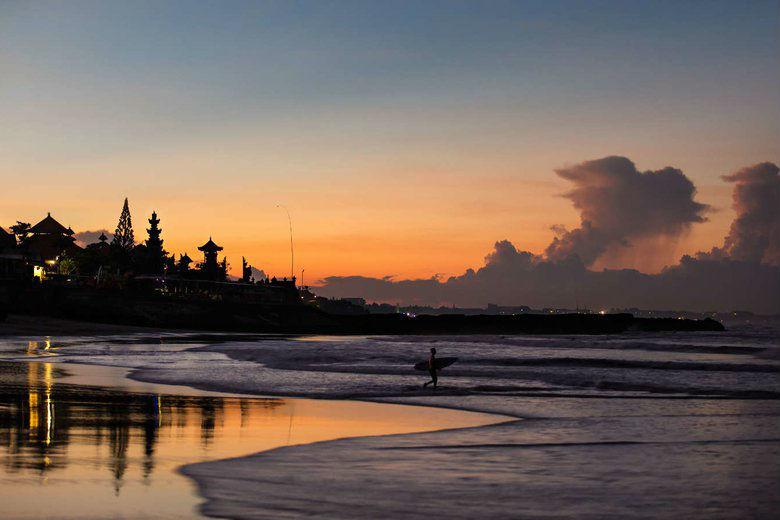 Como Uma Canggu, resort esclusivo a Bali: la spiaggia al tramonto