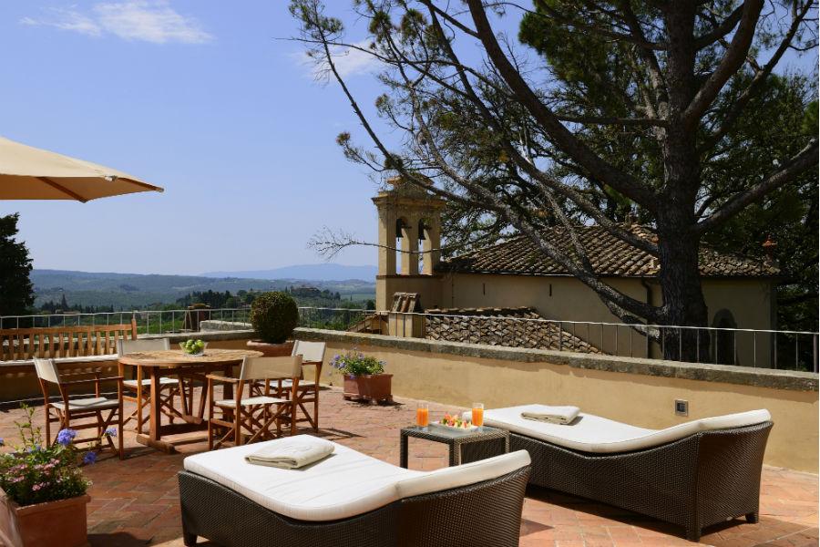Il Castello del Nero & Spa in Tavernelle Val di Pesa presso Firenze: area relax esterna