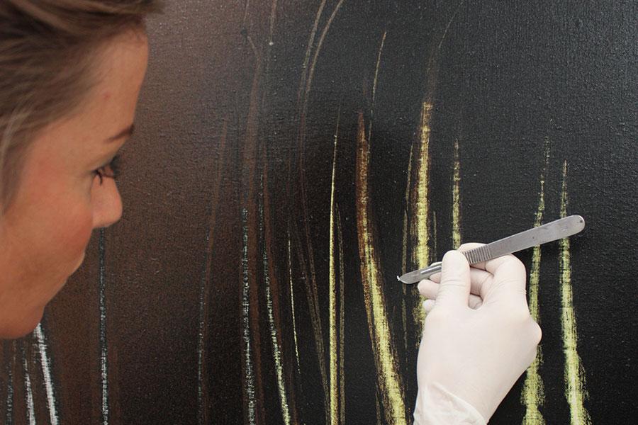 Isabella Villafranca Soissons - Open Care, Milano: Dettaglio di un'opera di Hans Hartung durante l'intervento di conservazione nel Laboratorio Open Care. Foto Nicoletta Sperati
