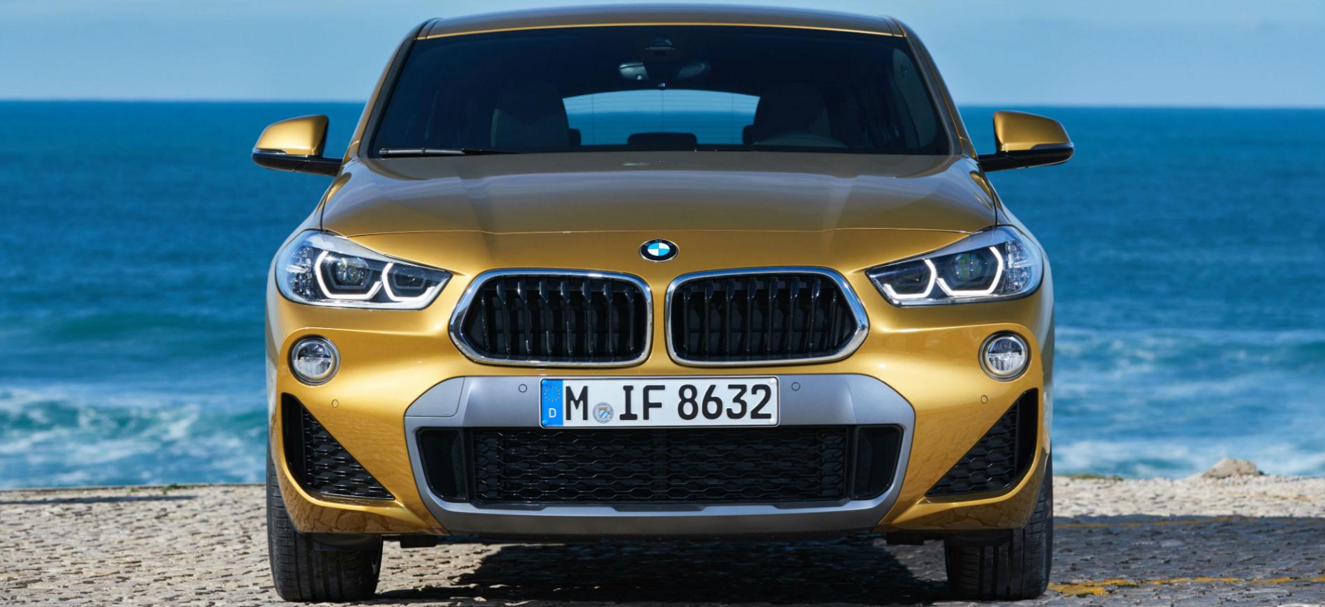 BMW X2: immagine frontale, in spiaggia