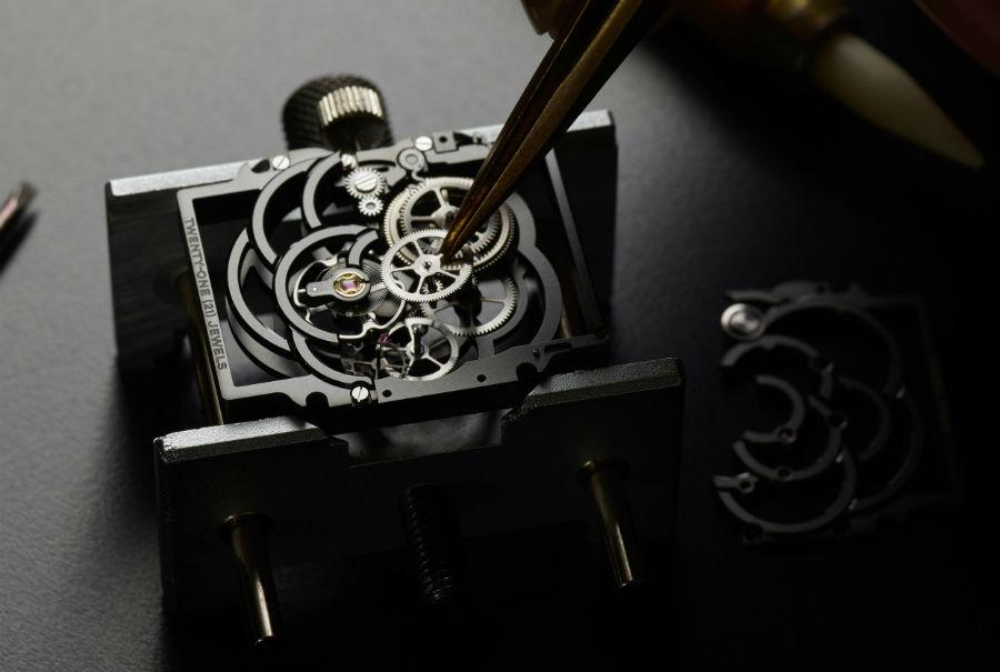 Manifattura orologiera Chanel - G&F Châtelain, La Chaux-De-Fonds, Svizzera. Chanel Première Camelia Squelette.