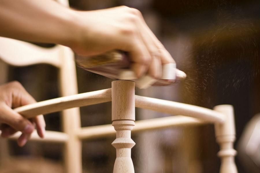 F.lli Levaggi - sedie originali di Chiavari: l'atelier dei Fratelli Levaggi durante alcune fasi di lavorazione.