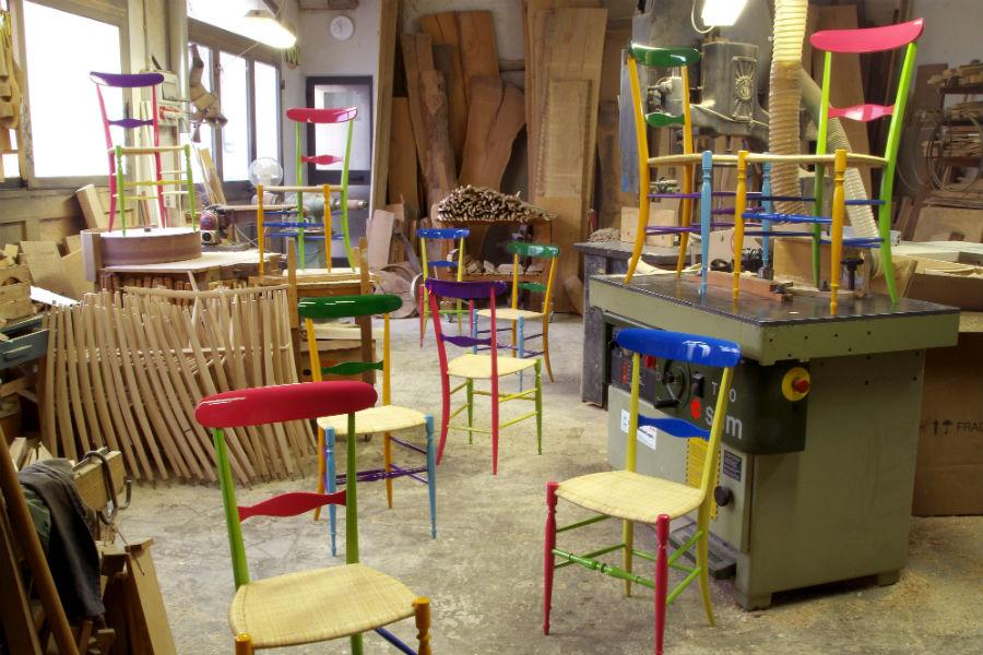 F.lli Levaggi - sedie originali di Chiavari: Il modello Chiavarina Supercolor sviluppato col designer Davide Conti