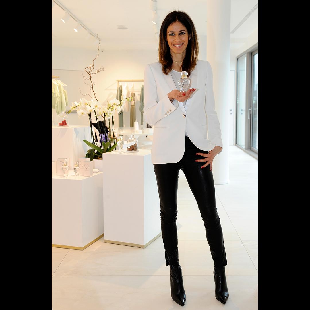 Sara Cavazza Facchini mostra Platinum, la nuova fragranza firmata Genny