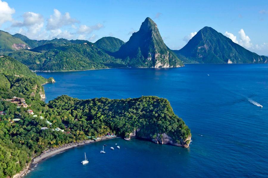 Scenari naturali del Belize e della sua barriera corallina, mete delle escursioni che partiranno dal resort Caye Chapel