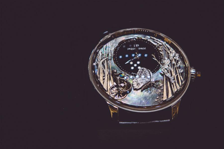 Jaquet Droz – Loving Butterfly Automaton – cassa da 43 mm in oro bianco – movimento meccanico a carica automatica con animazione – autonomia di 68 ore – edizione limitata a 28 esemplari.