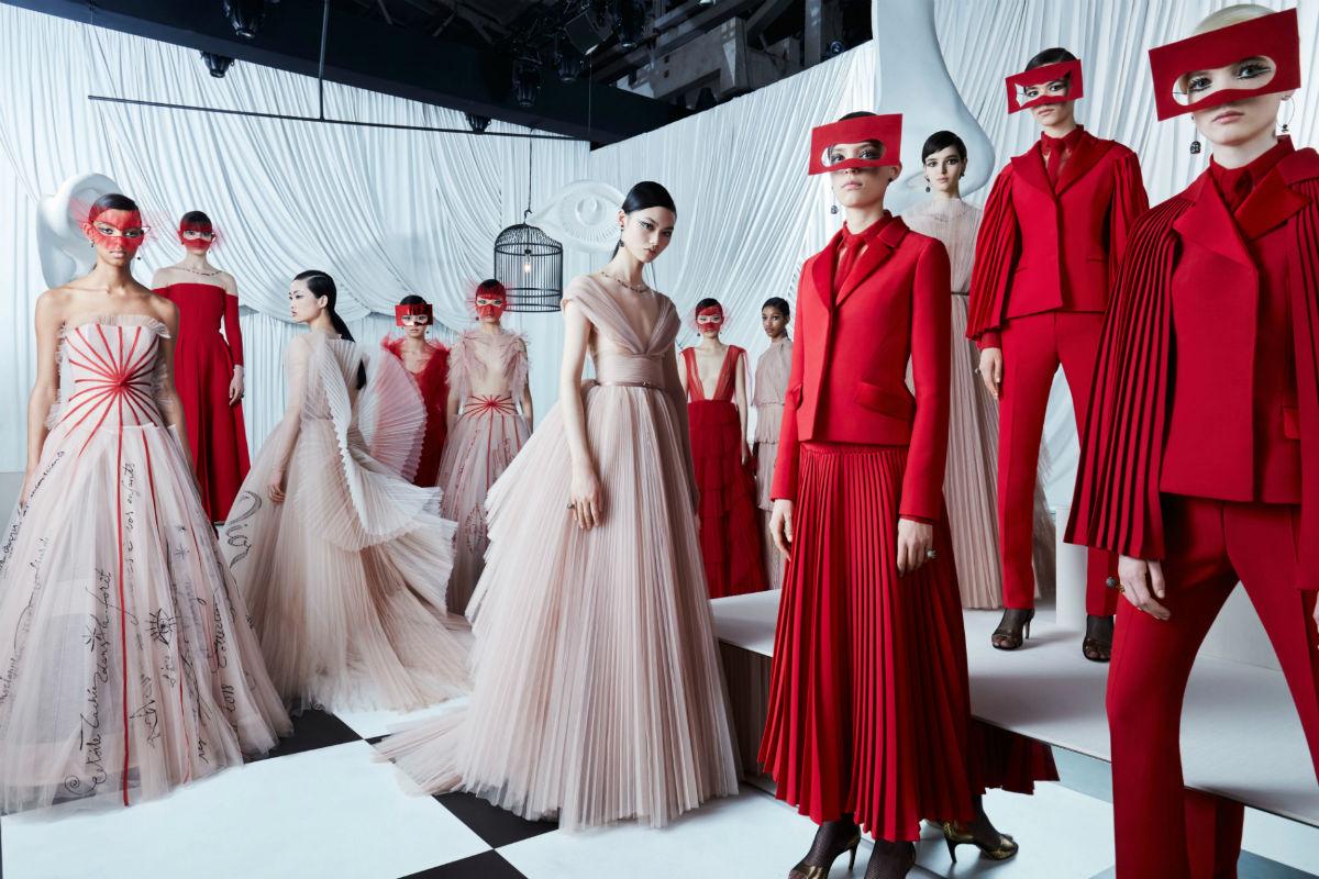 Modelle indossano creazioni Maison Dior Haute Couture SS 2018