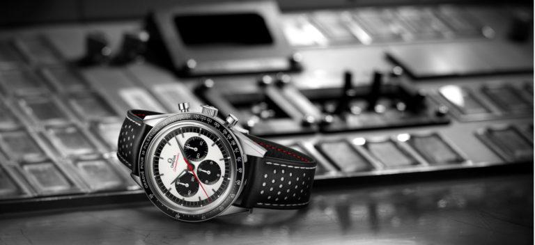 Omega – Speedmaster CK2998 Edizione Limitata – movimento meccanico cronografico a carica manuale – cassa in acciaio lucido e spazzolato – lunetta con scala pulsometrica – cinturino in pelle traforata e caucciù.