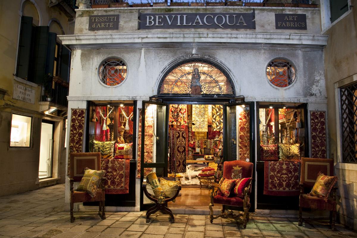 Tessitura Luigi Bevilacqua - Emanuele Bevilacqua - velluto soprarizzo Venezia - entrata pricipale dell'atelier