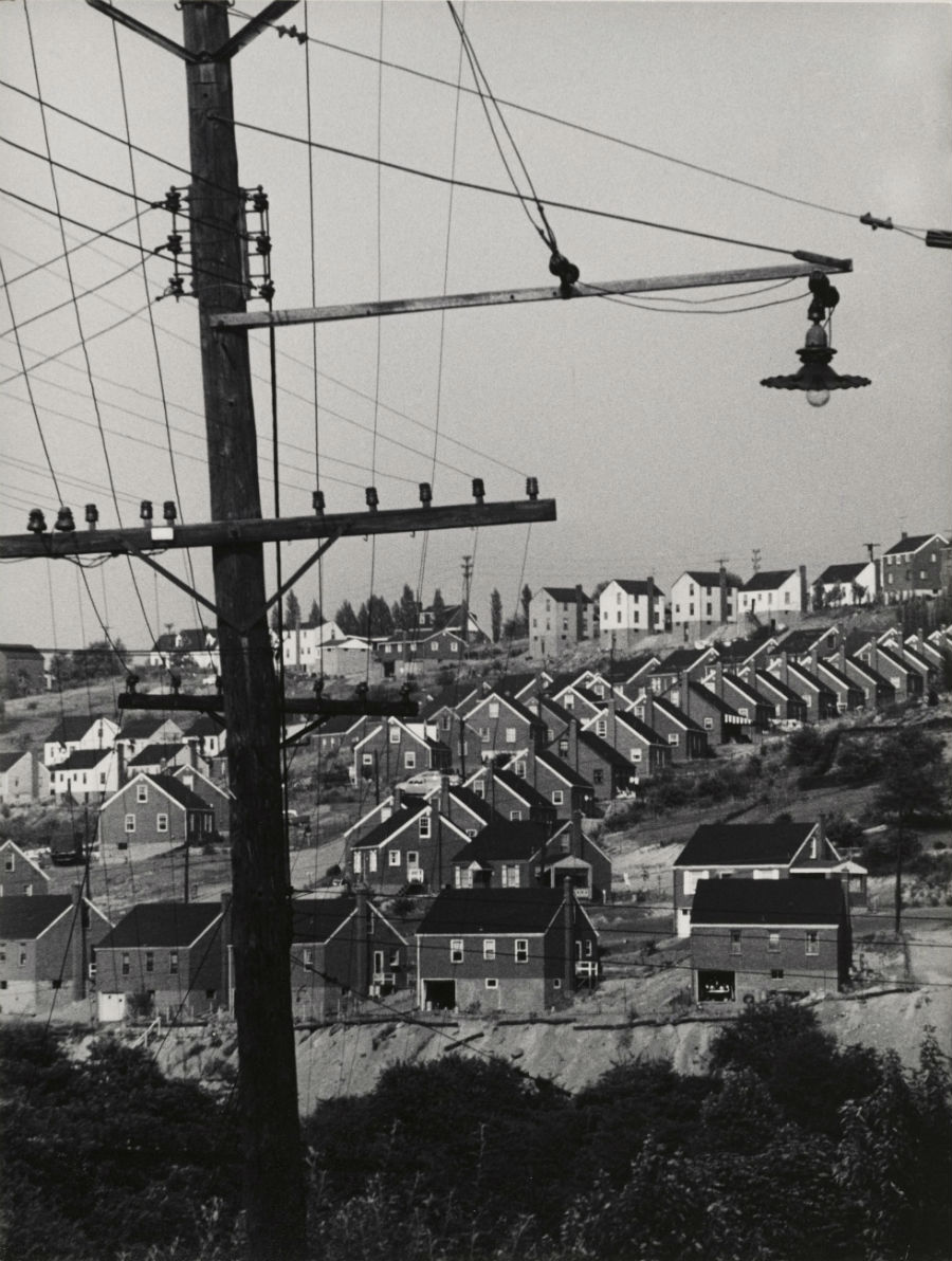 W. Eugene Smith, USA, 1918-1978Area residenziale / City Housing, 1955-1957 Stampa ai sali d'argento / gelatin silver print 33.97 x 26.67 cmGift of the Carnegie Library of Pittsburgh© W. Eugene Smith / Magnum Photos