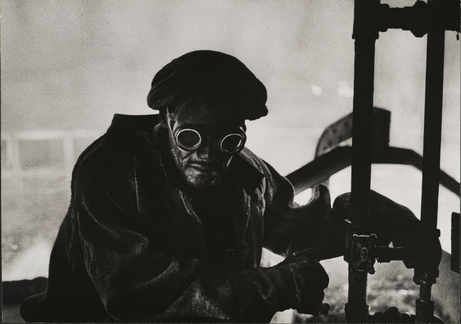 W. Eugene Smith, USA, 1918-1978 Forgiatore / Steelworker, 1955-1957 Stampa ai sali d'argento / gelatin silver print 23.49 x 33.34 cm. Gift of Vira I. Heinz Fund of the Pittsburgh Foundation © W. Eugene Smith / Magnum Photos