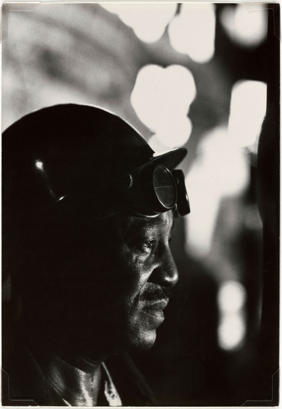 W.Eugene Smith, USA, 1918-1978Operaio in un'acciaieria / Workman in Mill, 1955-1957 Stampa ai sali d'argento / gelatin silver print33.97 x 23.49 cmGift of the Carnegie Library of Pittsburgh, Lorant Collection. © W. Eugene Smith / Magnum Photos