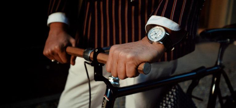 Breguet Classic Tour: Nella foto il segnatempo Breguet Classique Chronométrie 7727 e una creazione dell'atelier Scatto Italiano che realizza a Milano biciclette su misura.