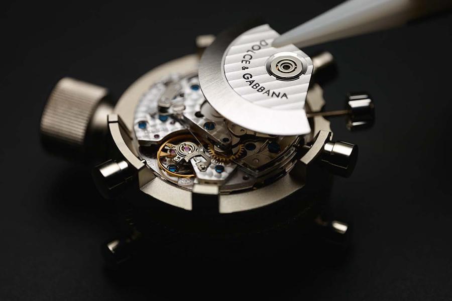 Dolce&Gabbana: dettaglio meccanismo di un orologio