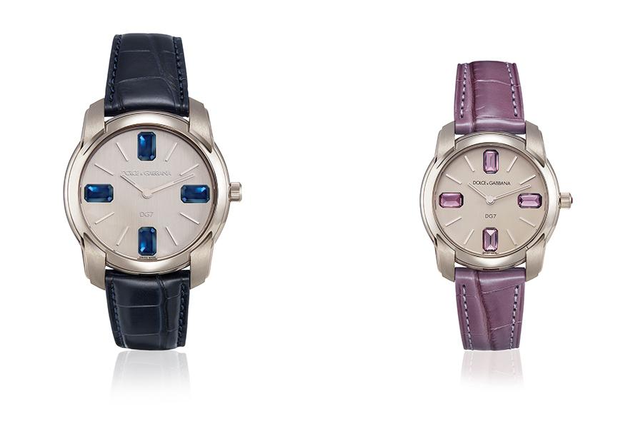 Le due declinazioni di una delle collezioni simbolo di Dolce&Gabbana orologi: il DG7 Gems. Maschile, a sinistra, con cassa in oro bianco e zaffiri blu; femminile, a destra, con cassa in acciaio e tormaline lilla.