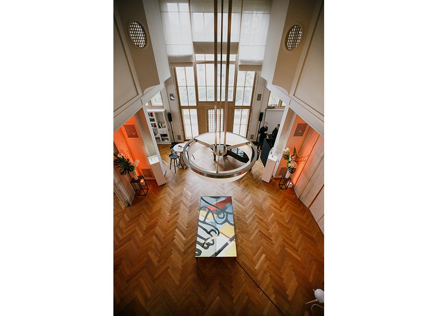 Nell'immagine una sala di Villa Schwob allestita per il rilancio della collezione EBEL Sport Classic