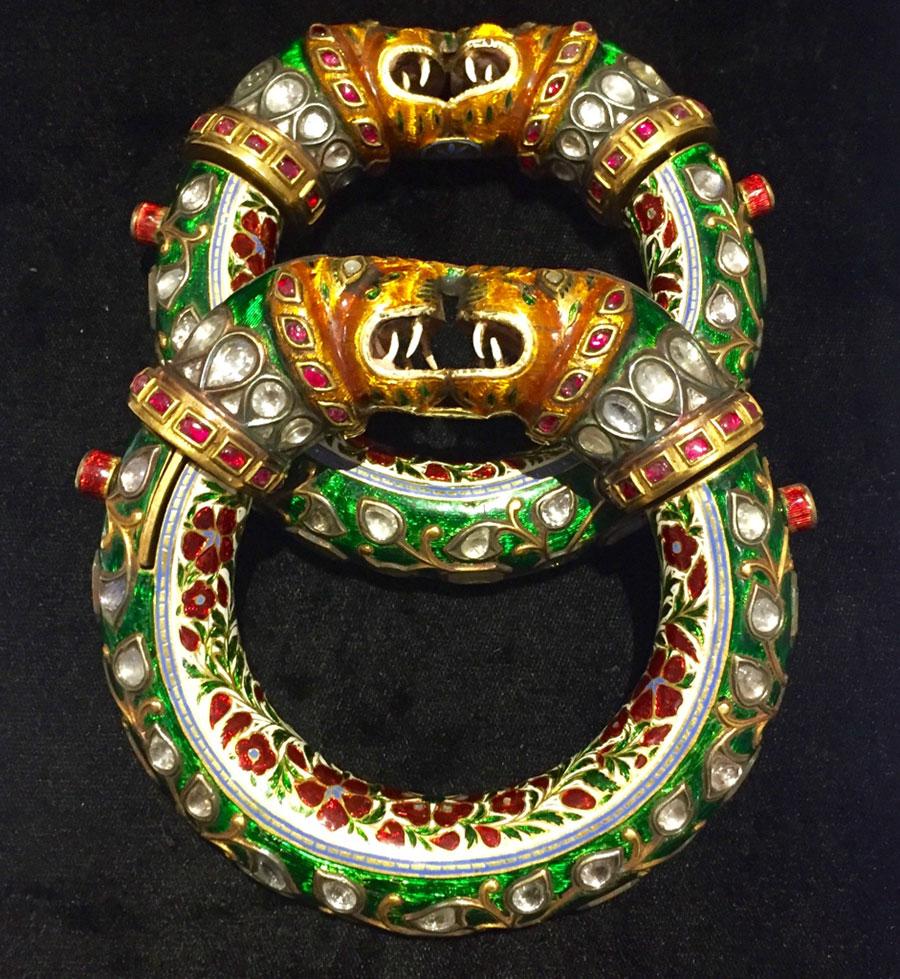 """GemGenève, fiera dedicata alle gemme e all'alta gioielleria: nell'immagine Bracciali Mughal detti """"Makkara"""", datati XIX° secolo di Joseph Saidian and Sons"""