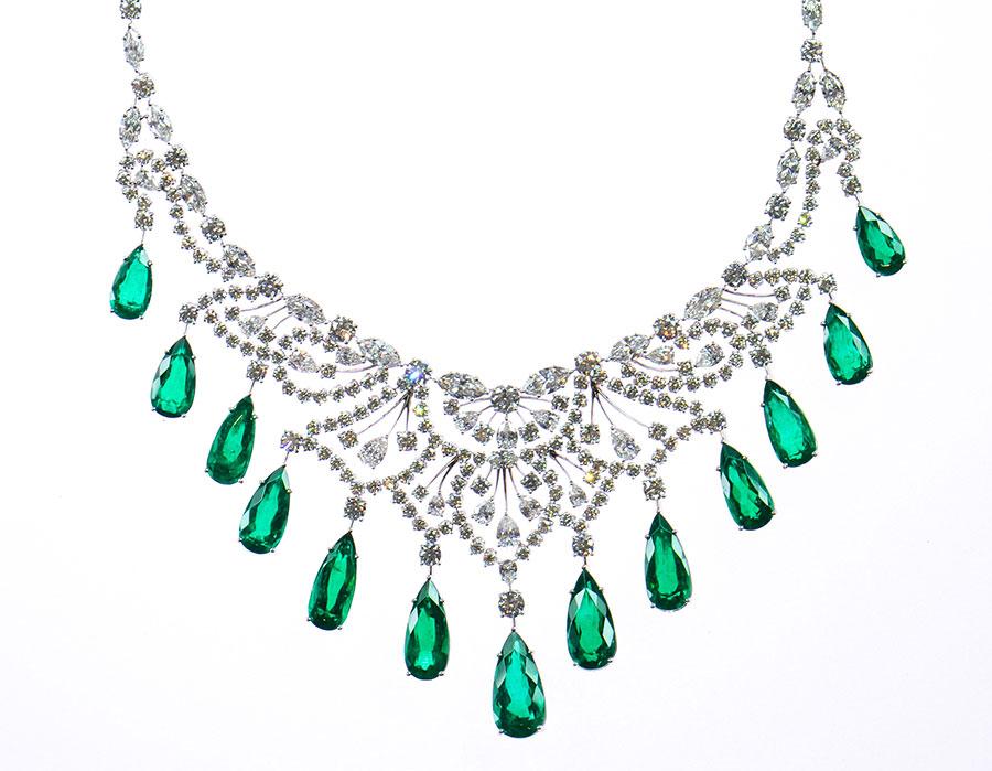 GemGenève, fiera dedicata alle gemme e all'ata gioielleria: nell'immagine una collana in oro con diamanti e smeraldi colombiani di Michael Gad Emerald