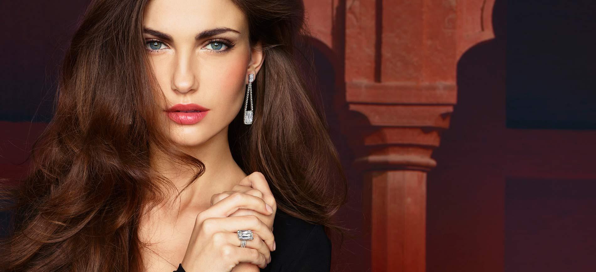 GemGenève, fiera delle gemme e dell'alta gioielleria: Modella indossa parure Ashoka di William Goldberg