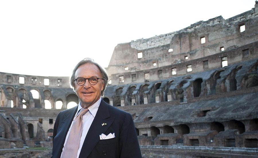 Imprenditori Italiani: Tod's Diego Della Valle davanti al Colosseo
