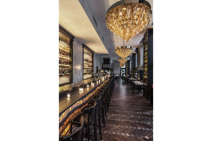 Il pavimento in legno ed opera d'arte che il Maestro Carlo Apollo ha realizzato per il Ristorante Ricci a Milano: oltre 4.500 cabochon intarsiati a mano.