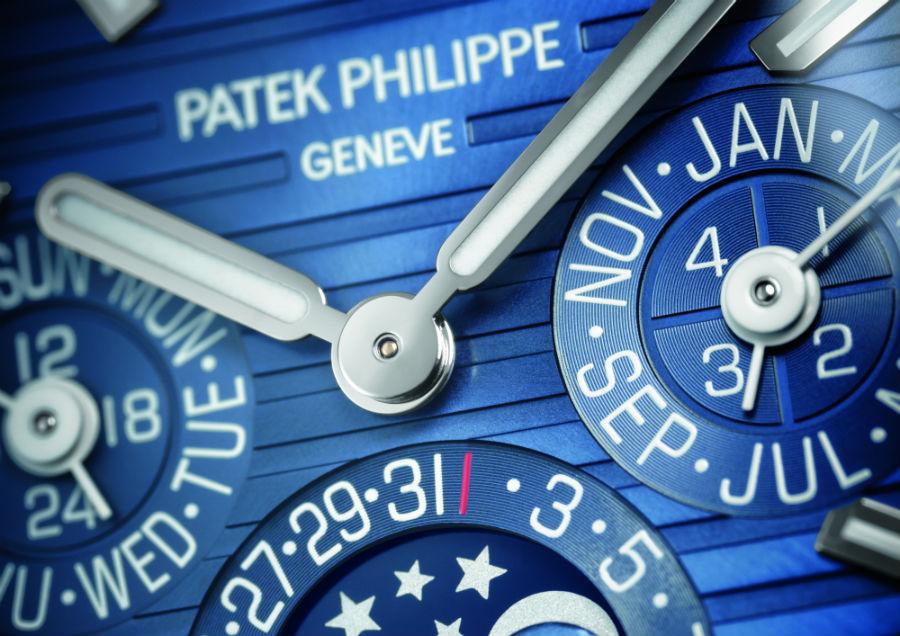 Un close-up del quadrante del Nautilus Patek Philippe – Calendario Perpetuo mostra l'estrema attenzione per il dettaglio di Patek Philippe. Colore e layout sono stati ripresi fedelmente dal modello celebrativo dei 40anni della collezione presentato nel 2016.