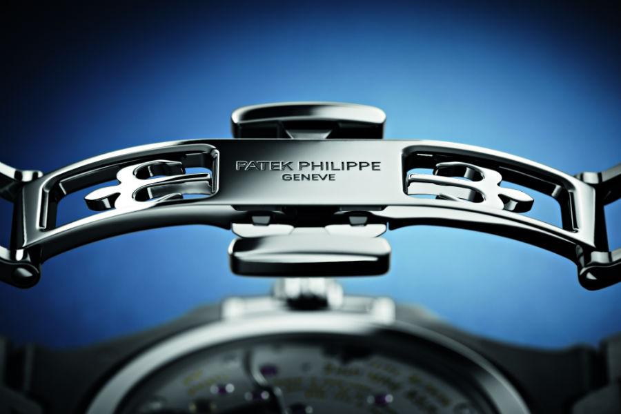 Il dettaglio della chiusura particolarmente sicura del Nautilus Patek Philippe Calendario Perpetuo