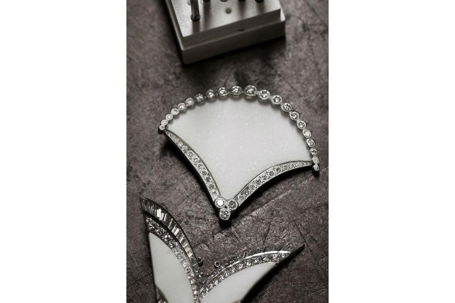 Boucheron - Collezione Plume de Paon 2015 - Collana in oro bianco, marmo e diamanti e pavè di diamanti.