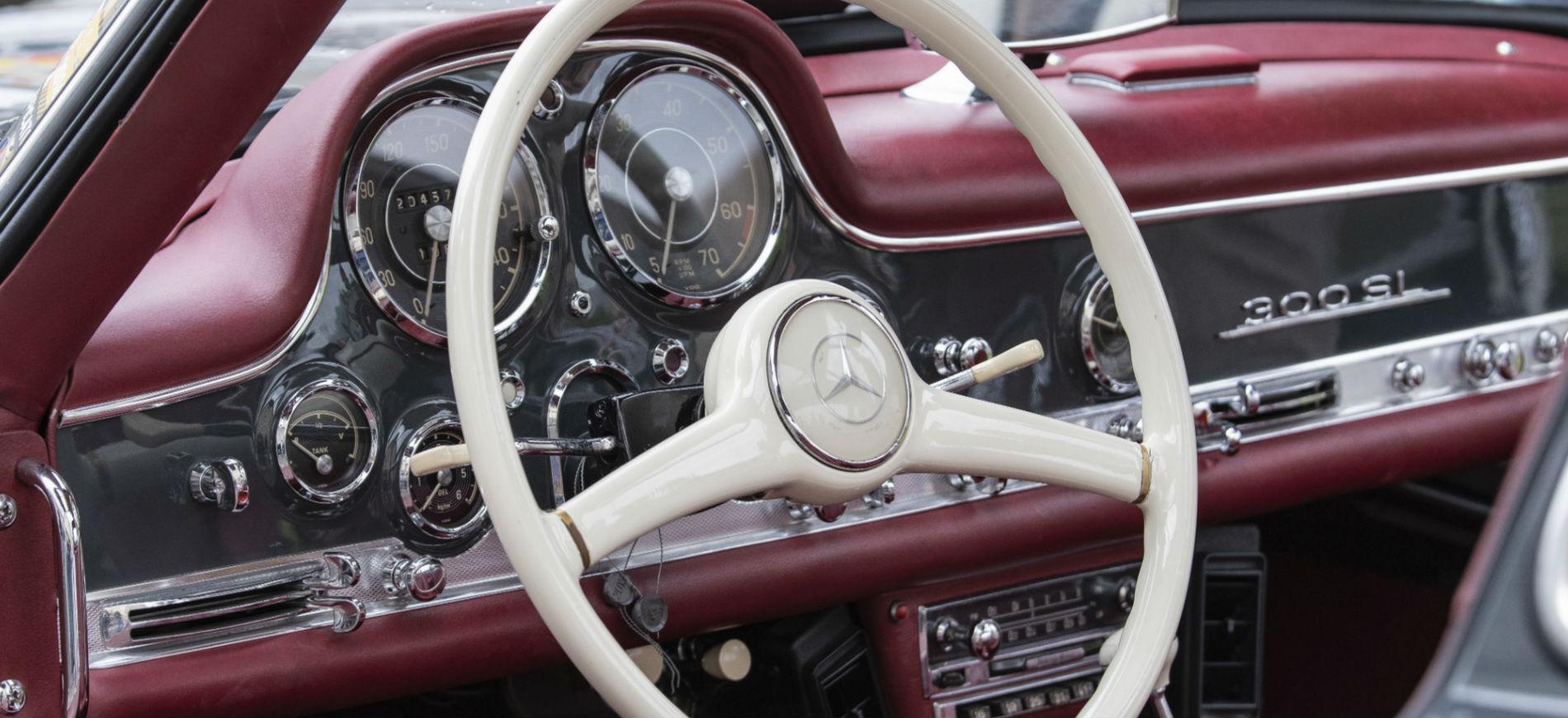 Trofeo Tollegno 1900: nell'immagine il dettaglio interno di una Mercedes 300sl