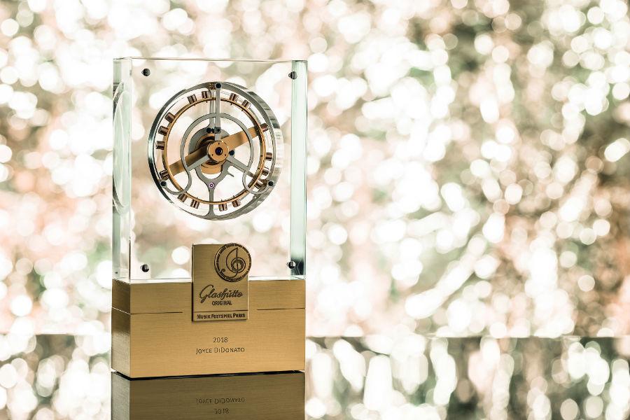 """Il tourbillon volante simbolo del Glashütte Original MusicFestivalAward. Realizzato dagli studenti della scuola """"Alfred Helwig"""" che ogni anno istruisce 24 futuri orologiai e quattro produttori di utensili essenziali per la realizzazione di un segnatempo e dei celebri orologi tedeschi."""