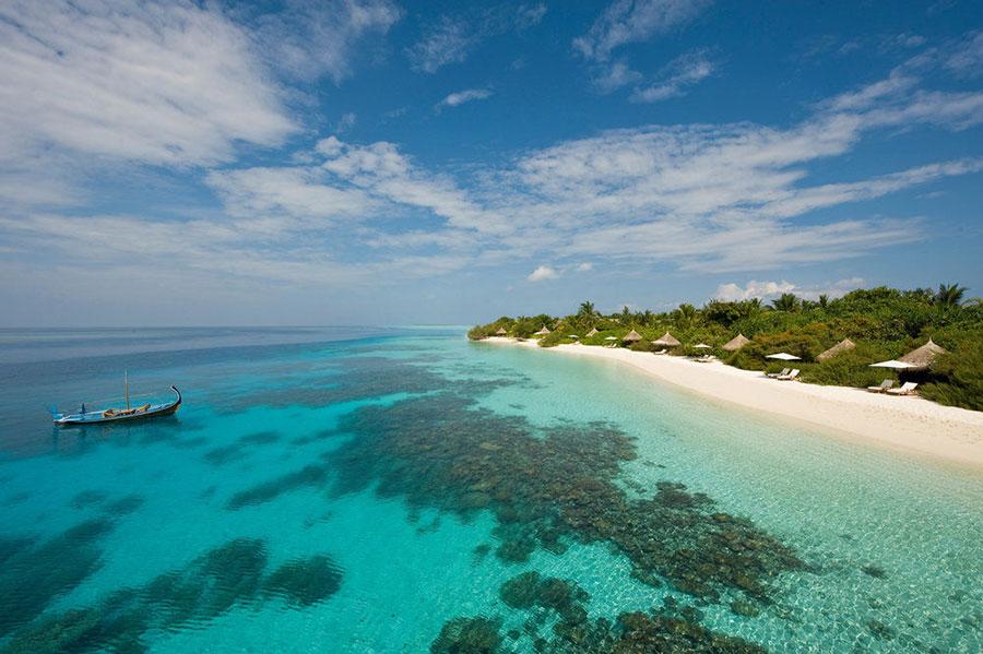 Landaa Giraavaru Four Seasons Resorts: scorcio della spiaggia