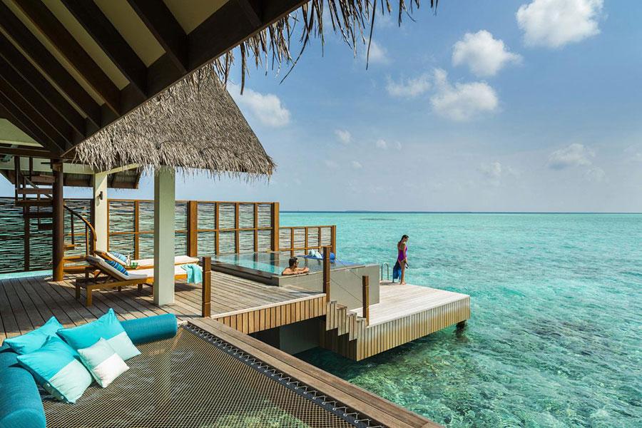 Landaa Giraavaru Four Seasons Resorts: l'ingresso in acqua direttamente dal bungalow