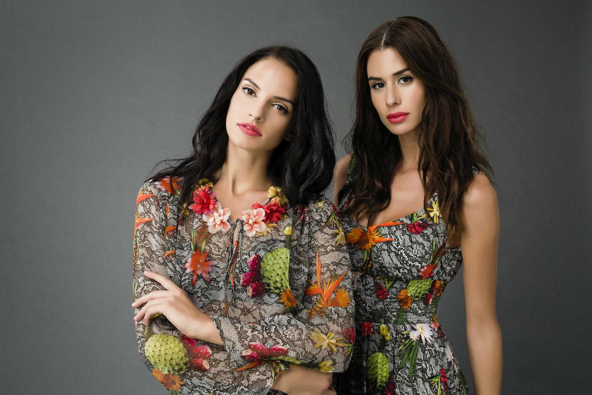 due modelle indossano abbigliamento femminile Made in Italy Antonio Croce