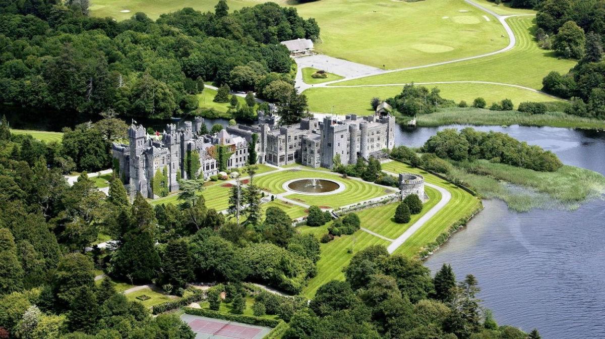 Ashford Castle Hotel in Irlanda: veduta aerea della proprietà