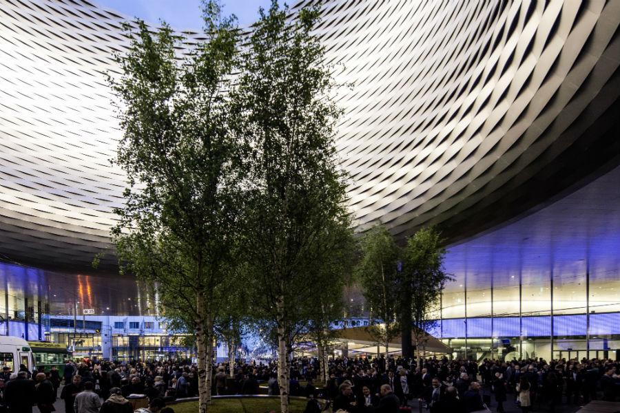 Baselworld 2019 e Sihh 2019 - anticipazioni: Un'immagine della piazza antistante la fiera dell'orologeria di Basilea.