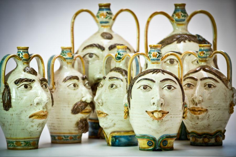 """Ceramiche di Caltagirone: Suggestiva è la composizione di fiaschi antropomorfi che, per la particolare rappresentazione di volti ed espressioni umane, il Maestro Morales identifica come """"vasi espressivi"""". Photo credit: Morales Ceramiche"""