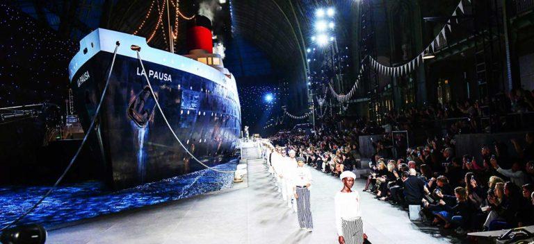 Chanel: scenografia con nave per la collezione resort 2019