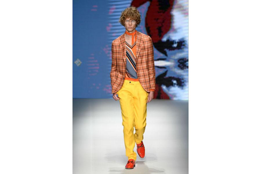 Daks - Milano Fashion Week: in passerella un modello maschile per la SS 2019