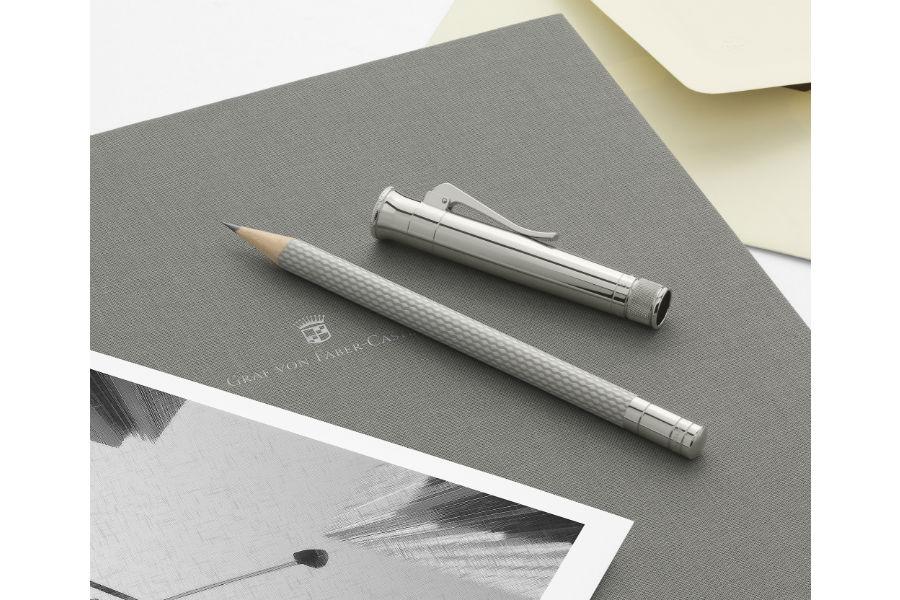 Faber-Castell: uno dei modelli di Matita Perfetta Guilloché