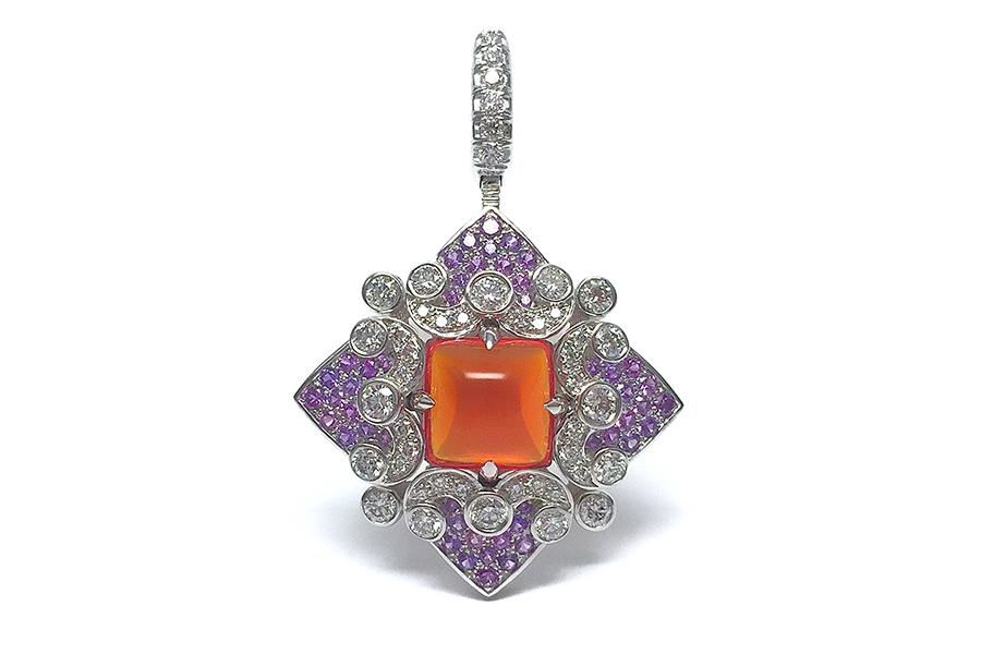 Giampiero Bodino – Alta gioielleria - Rosa Dei Venti – Croce Quadrata: 1 opale di fuoco cabochon, zaffiri viola (1,15cts) e diamanti.