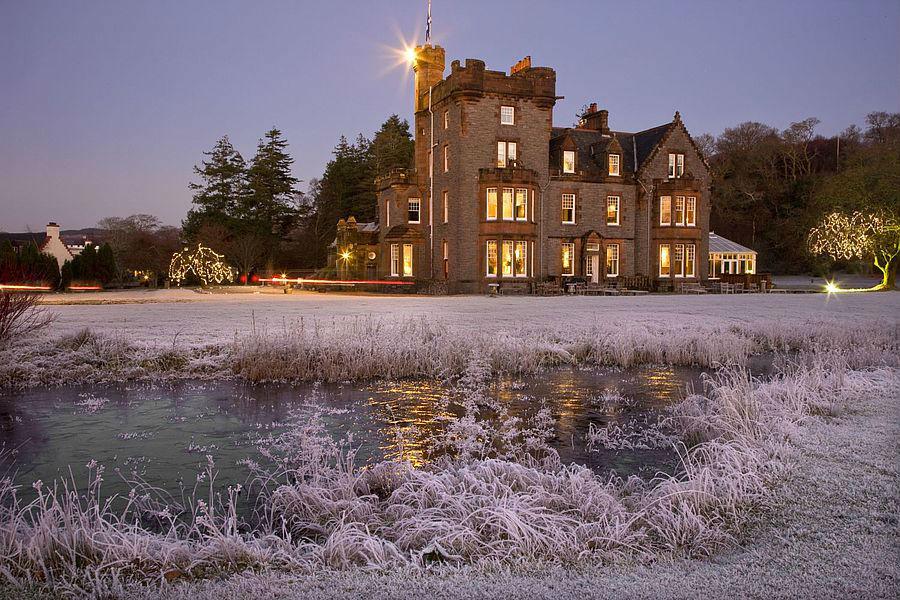 Isle of Eriska Hotel, Spa & Island - Scozia: esterno della struttura in inverno