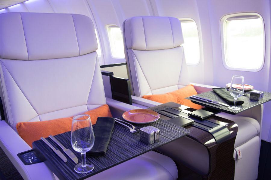 Four Seasons Private Jet - interno