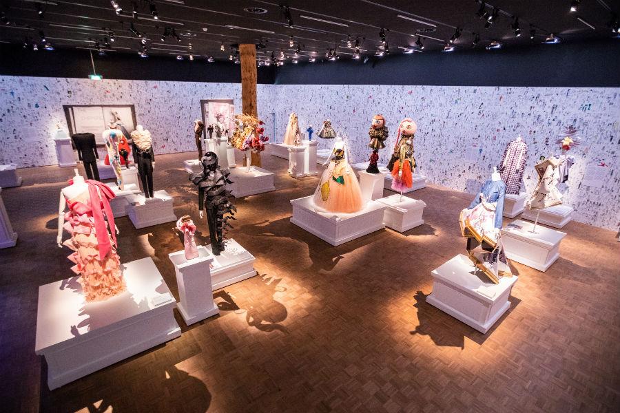 Allestimento mostra Viktor&Rolf: Fashion Artists 25 Years
