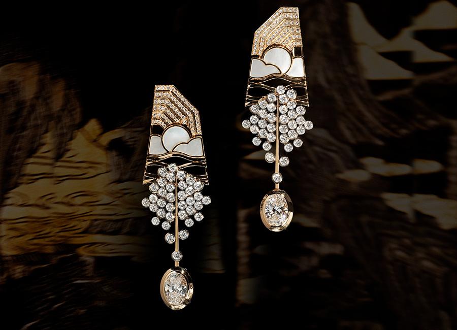 CHANEL GIOIELLI Fine Jewelry – Collezione Coromandel - HORIZON LOINTAIN - Orecchini in oro giallo, platino, diamanti e madreperla.