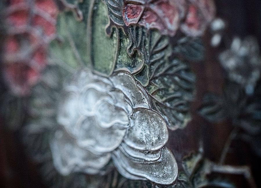 CHANEL GIOIELLI Fine Jewelry – Collezione Coromandel - Calligraphie Florale - Bracciale in oro bianco, diamanti, diamanti bruni, zaffiri rosa, spinelli neri e granati tsavoriti.