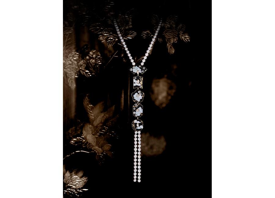 CHANEL GIOIELLI Fine Jewelry – Collezione Coromandel - FLEUR DE LAQUE - Collana in oro bianco, oro giallo, perle coltivate, diamanti, lacca nera e madreperla.