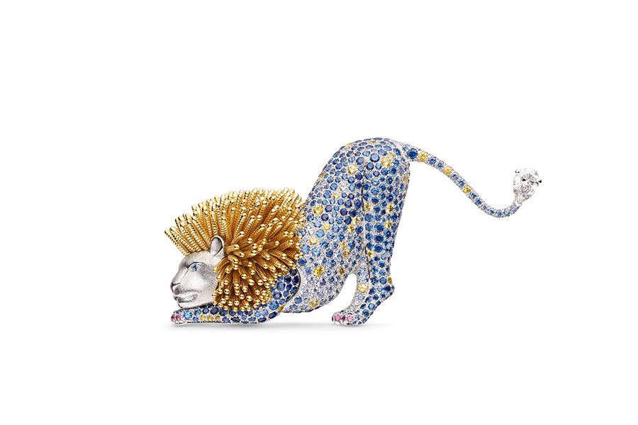 Chaumet Gioielli - Trésors d'Afrique - Espiègleries - Spilla in oro bianco e oro giallo con un brillante D VVS 2 taglio di 0,80 carati, zaffiri fantasia rotondi.