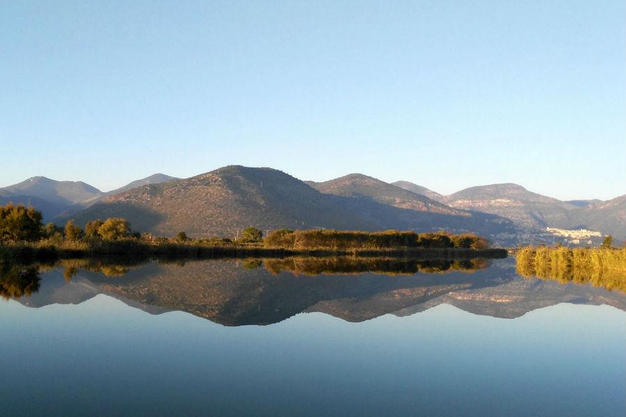 Panoramica sui Parchi Naturali Regionali dei Monti Ausoni e Aurunci dal Lago di Fondi