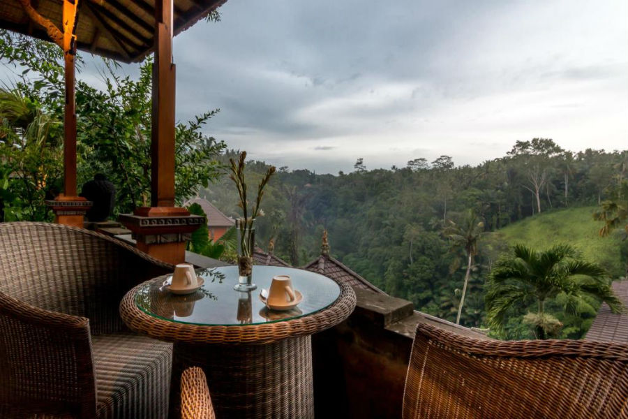 Terrazza con vista sulla foresta di Ubud della Suite del Four Seasons Sayan Resort di Bali