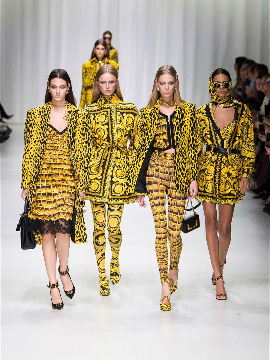 Tendenze moda estate 2018 - Versace: sfilata collezione primavera estate 2018